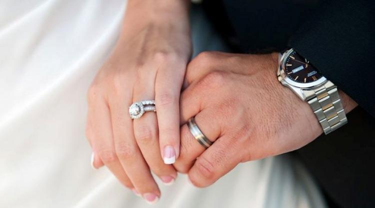 علت بلندی انگشت حلقه مردان از سبابه | زیباشهر