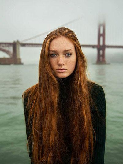 دختر زیبا در سن فرانسیسکو (کالیفرنیا)