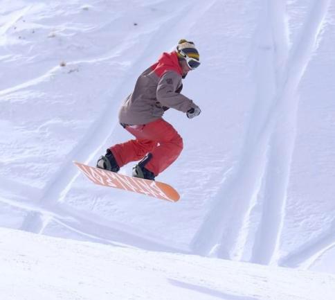 زنان ایرانی در پیست اسکی دیزین