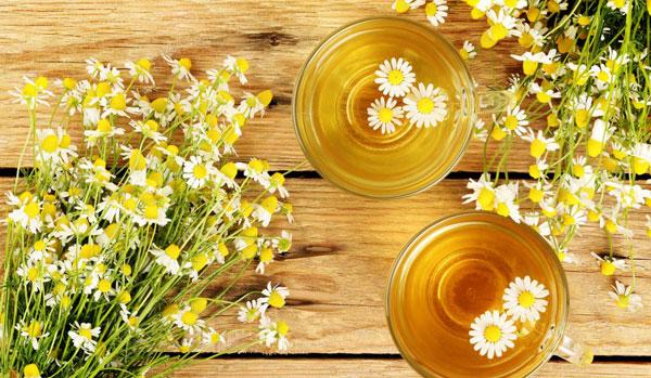 کاهش چین و چروک صورت با چای بابونه