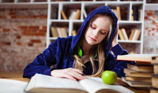 فواید کتابخوانی برای دانش آموزان