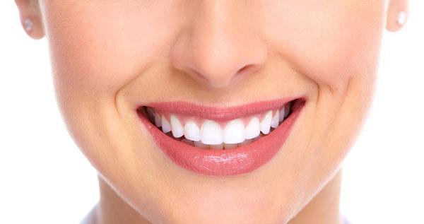 سفید کردن دندان با روغن نارگیل