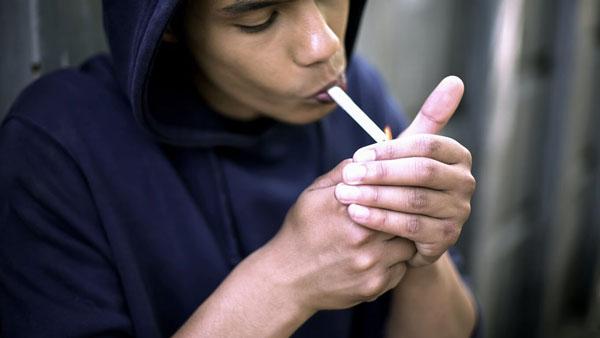 پذیرفتن از سوی همسالان علت مصرف مواد مخدر در نوجوانان