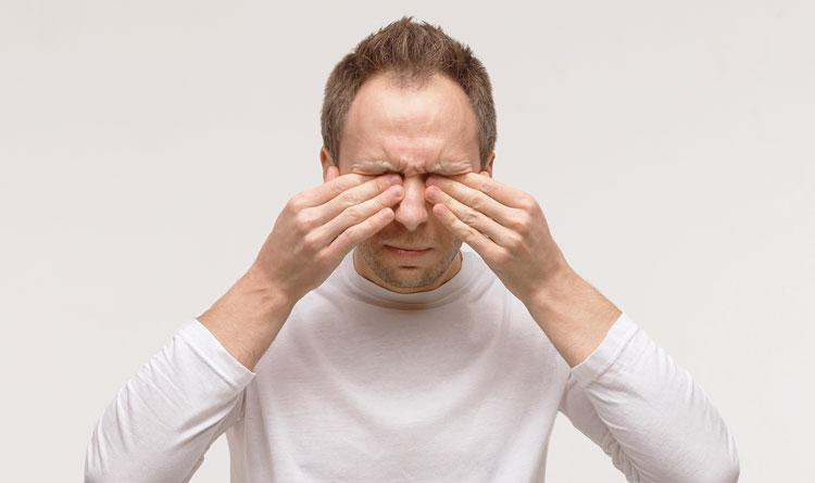 درد پشت چشم