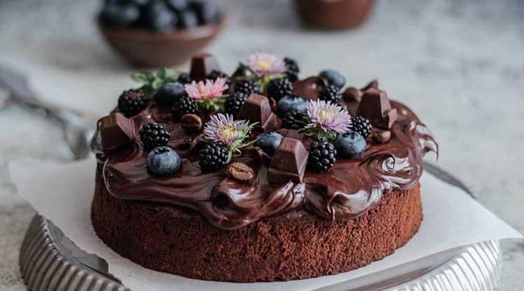 کیک شکلات و قهوه