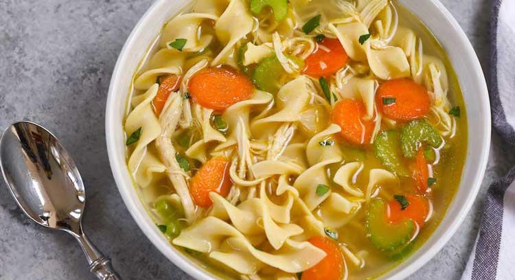 سوپ مرغ و پاستا