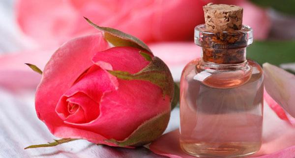 سرکۀ سیب و گلاب برای درمان جوش صورت