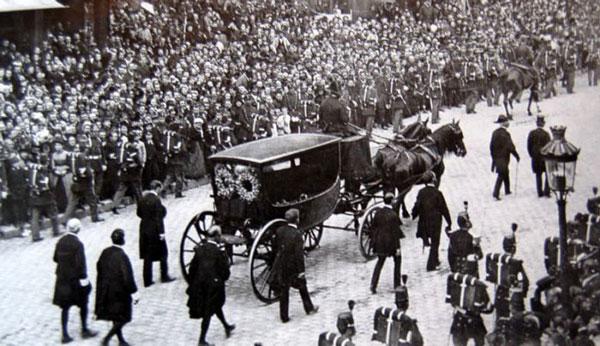 تشیع جنازه ویکتور هوگو
