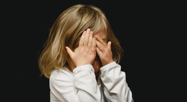 درمان کمرویی و خجالت در کودکان  درمان کمرویی کودکان سن اجتماعی شدن کودک بازی درمانی برای کودکان خجالتی بچه خجالتی نی نی سایت قصه درمانی برای کودکان خجالتی کودک خجالتی در مدرسه کودک خجالتی را چطور اجتماعی کنیم؟ تعریف کمرویی در کودکان