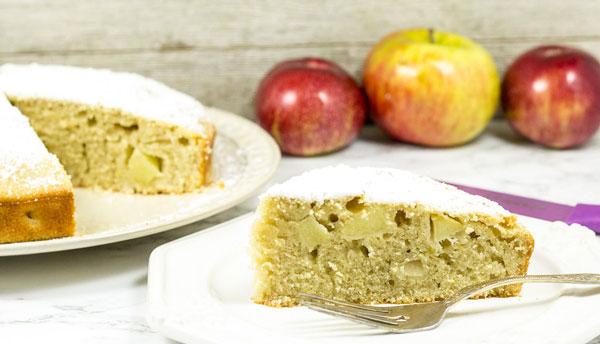 کیک سیب داغ یک کیک برای مدرسه بچهها