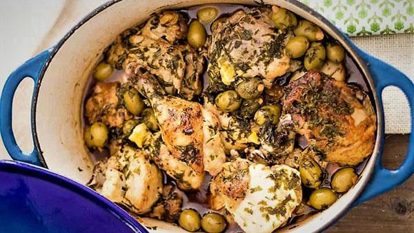 خورش مرغ و زیتون از انواع غذا با مرغ برای مهمانی