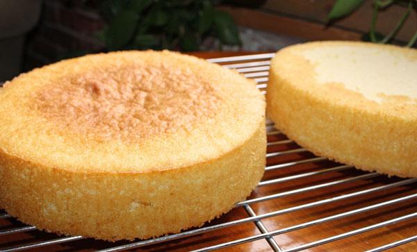 علت پف کاذب کیک