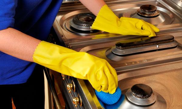 طرز تمیز کردن چدن روی گاز