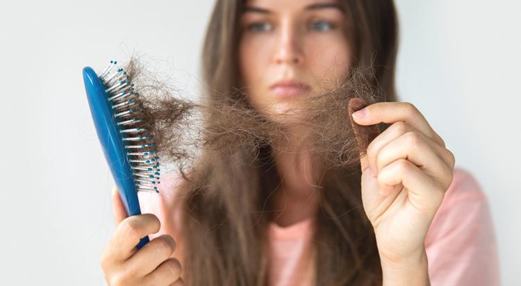 علت ریزش مو در زنان یائسه
