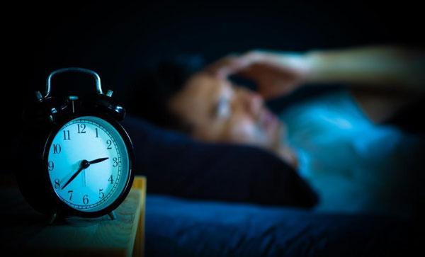 نگاه کردن به ساعت و اختلال در خواب شبانه