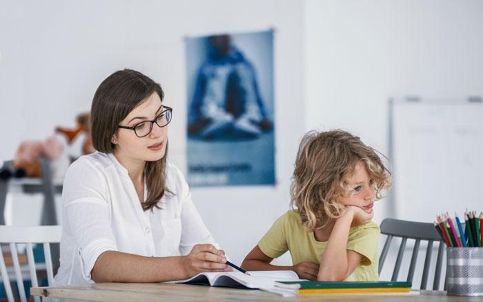 رفتار با کودکان بیش فعال